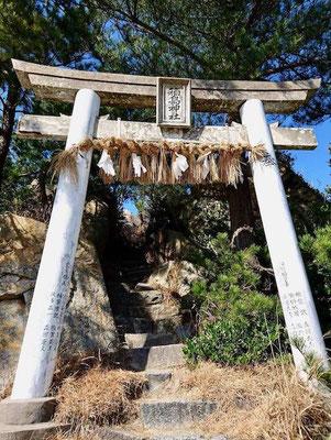 一の鳥居 First Torii (shrine gate)