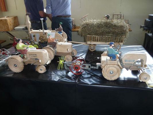 Traktoren aus Holz