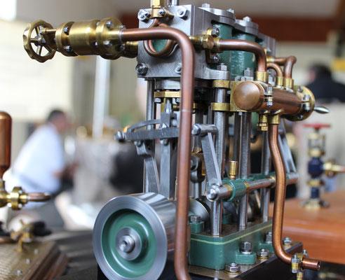 Schiffsdampfmaschine