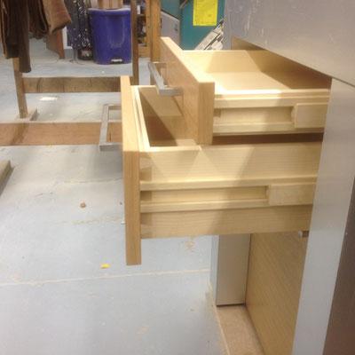 Schubladen aus Ahornvollholz Gezinkt und Geölt mit Holzführungen