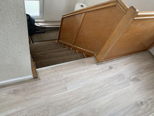 Flachenbündig mit Treppe Abschlußprofiel