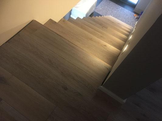 Direkter übergang Boden treppe
