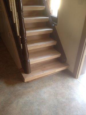 Sanierte Treppenauftritt in Buchennatur Optik