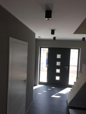 Alle Räumlichkeiten im Kantigem Design mit LED leuchtmittel abgestimmt