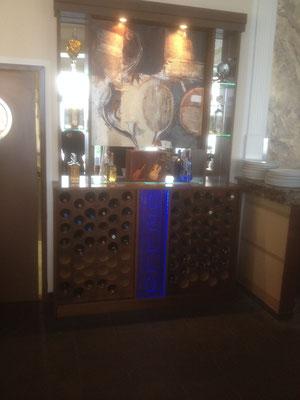 Regal mit Spiegelglas und Glasböden
