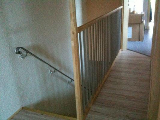 Treppengeländer mit laminatboden und Türeneinbau