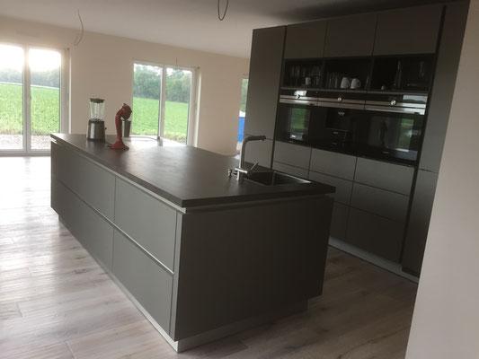 Kücheninsel mit Granit Arbeitsplatte