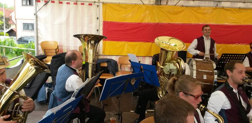 Musikalische Unterhaltung an der Badischen Hockete in Arlen am 24. Mai
