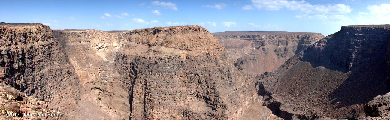 Le canyon de Dimbiya - Adaïlé - Un système de failles orthogonales est à l'origine de la forme du Canyon