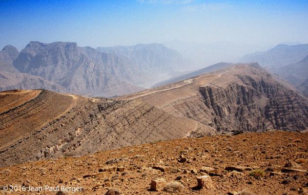 Descente de Jebel Sayh vers le wadi Bih - Musandam