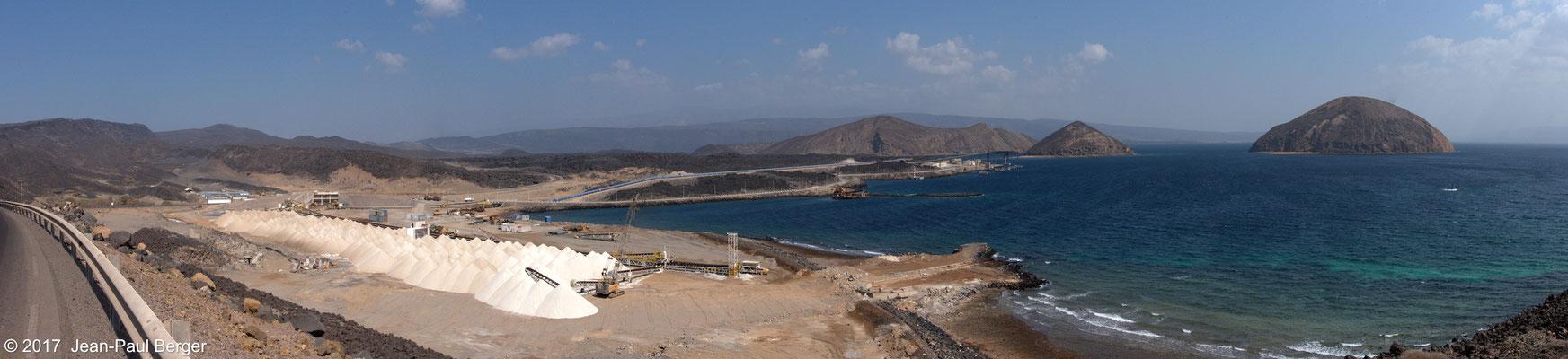 Nouveau port - D'Ouest en Est, vue sur le Baddi Kôma, l'Ouda Ginni Kôma et le Ginni Kôma (Ile du Diable)