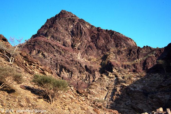 Wadi Khub _Chert rouges plissés (radiolarites)