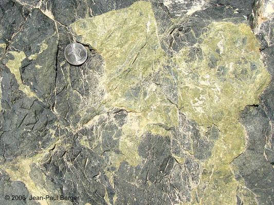Complexe filonien - Dyke de diabase épidotisée (Région de Wahala)