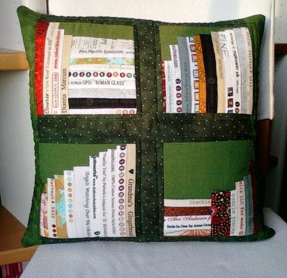 grünes Bücherkissen mit Pünktchen, 40x40