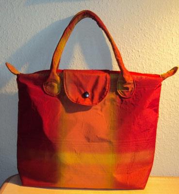 rotkarierte Tasche