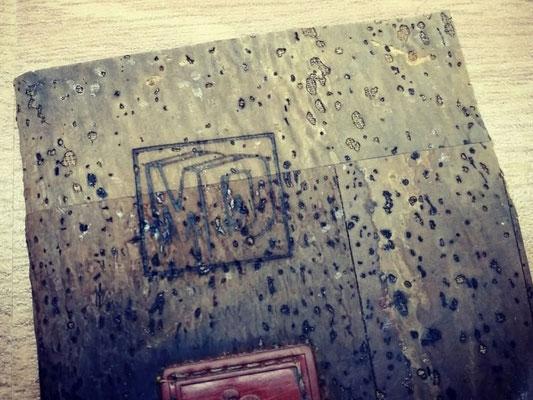 Brennstempel-Branding auf Kork