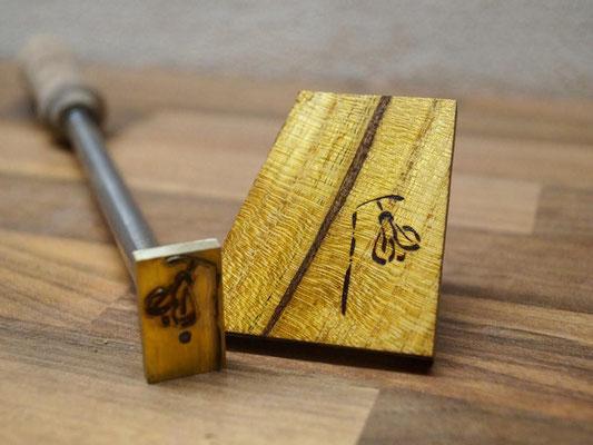 Extern beheizbares Brenneisen und Branding auf Holz
