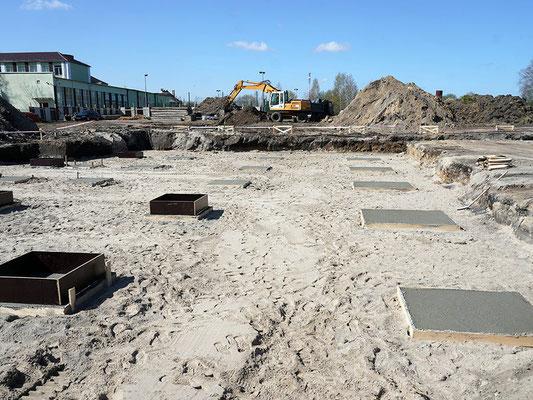 Разработка котлована и устройство песчаной подсыпки под фундамент