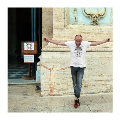 Komischer Heiliger vor San Giovanni in Laterano