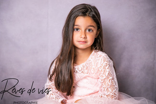 studio, en intérieur, séance photo studio, décor, fond de studio, portrait enfant, photographe Sens Yonne