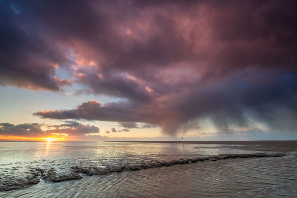 Regenbuien boven het Wad - Holwerd © Jurjen Veerman