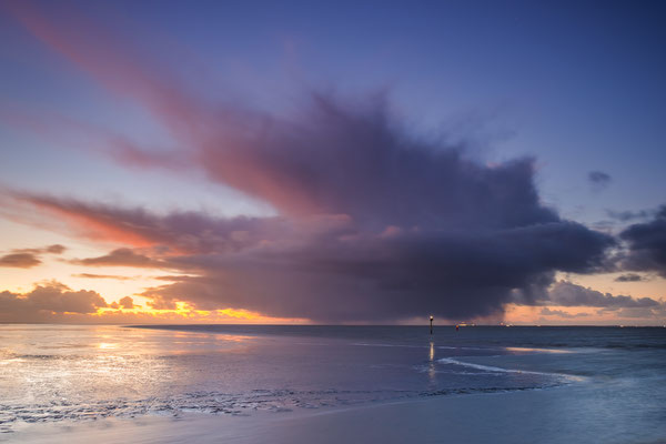 Naderende hagelbui boven het Wad - Holwerd © Jurjen Veerman
