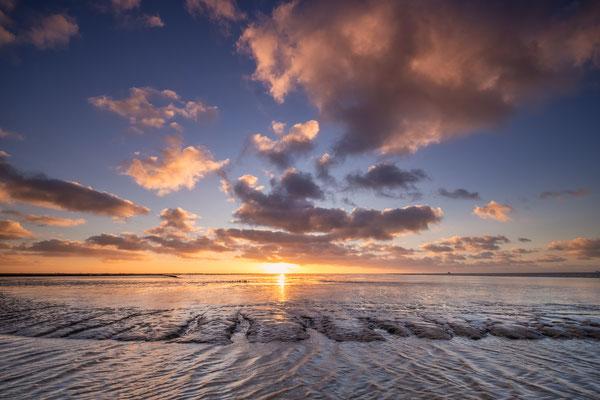 Kleurige zonsondergang op het Wad - Holwerd © Jurjen Veerman