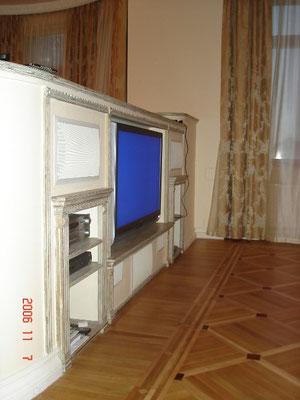 Домашний кинотеатр в квартире, спроектированный конструктив для плазменной панели и акустики Sonance Cinema series (фото 1)
