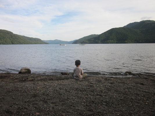 芦ノ湖はゆったりしていてロマンティック。