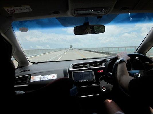 レンタカーで本島北部へ。