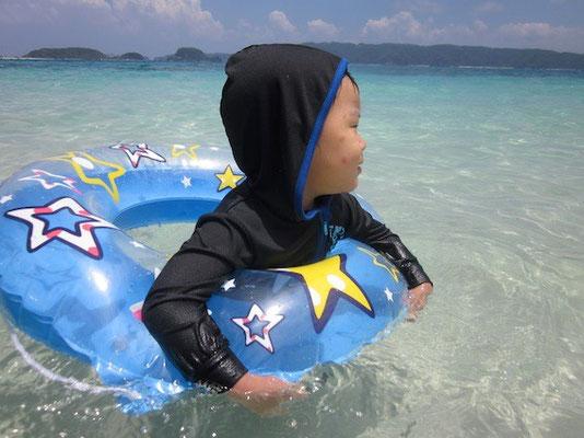 カンボは浮き輪遊びが上手い事を発見