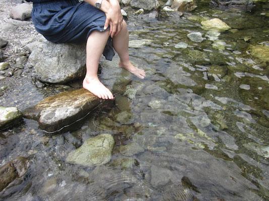 水が冷たい!