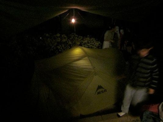 撤収後、幕営。結局子供二人がテントで寝る事に。