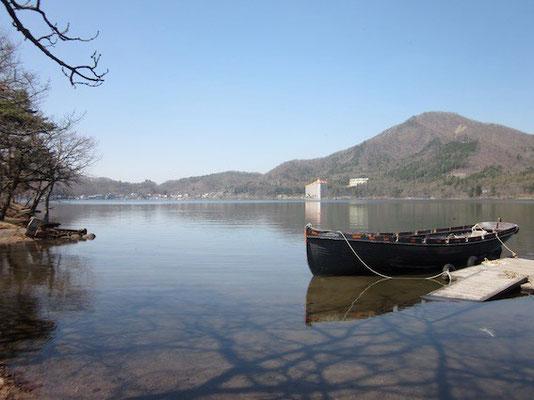 榛名湖はまだ肌寒かった。