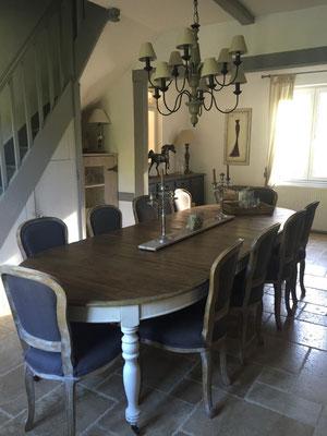 Nouvelle salle à manger conviviale pour accueillir la famille et les amis