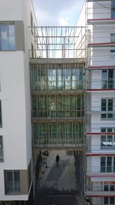 Fugenbauteil mit Balkone - pulver beschichtet - BHB - Wohnanlage Fritz Erler Straße München 2019