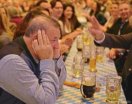 Bad Griesbachs Bürgermeister Jürgen Fundke hielt sich lieber mal kurz die Ohren zu – bei was, wird nicht verraten.