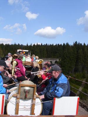 """Musikalisch geht es in den Landkreis Sonneberg auf dem """"Finster Grund""""- VIadukt"""