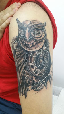 biomechanical owl tattoo, tatuaje buho biomecanico