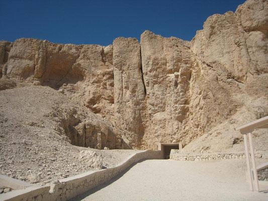 Vallée des Rois :  Chemin d'accès aux tombes