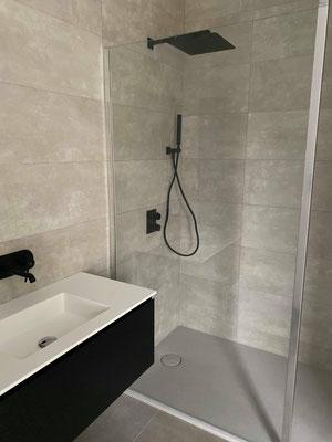 Salles de bains clef en main avec douche à l'italienne réalisée par nos plombiers à Mordelles