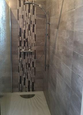 Douche ouverte à l'italienne réalisée par nos plombiers à le rheu