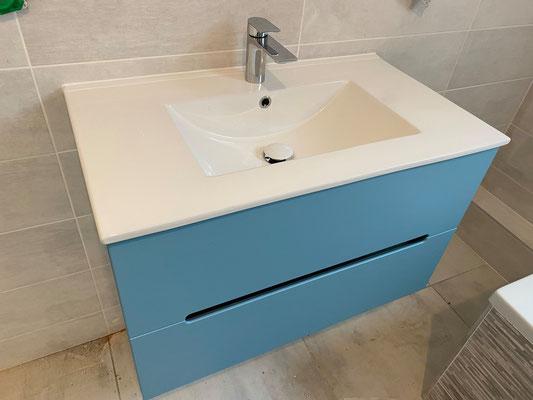 Meuble vasque laqué mat bleu Decotec fabriqué en France installé par nos plombiers à Bruz
