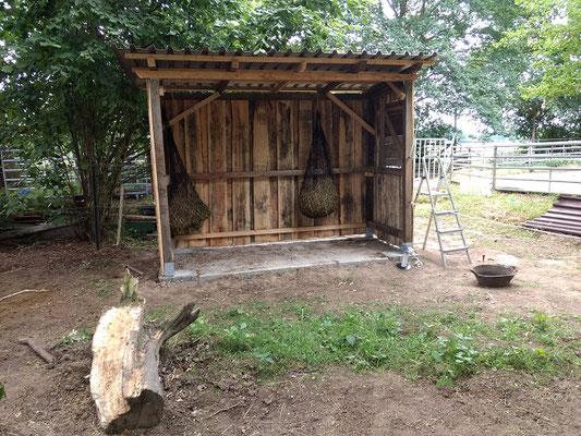 Und so sehen die fertigen Unterstände in den Apfelgarten- Paddock nun aus.