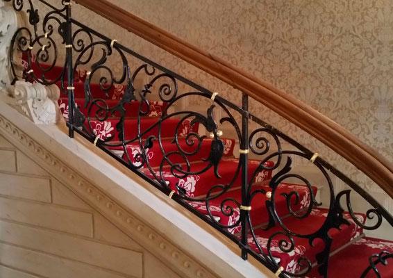 Treppenhausgeländer neu gefasst mit Vergoldung, Schloss Vettelhoven