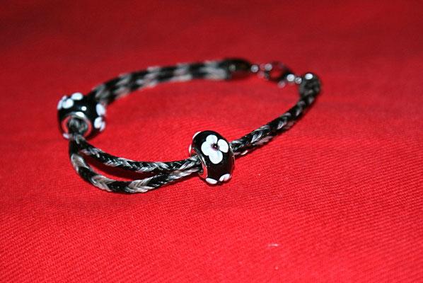 Zweistrangiges Armband aus den Haaren von 5 Pferden verziert mit 2 Beads.