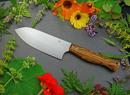 Ein Messer für Gemüse und Kräuter genau nach Wünschen der Kundin. Griffmaterial: Bocote