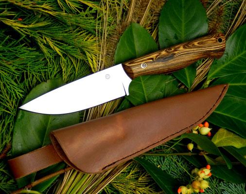 Schlichtes Design mit aufregend gemastertem Holzgriff aus Bocote ergeben einen idealen Begleiter für Ausflüge in die Natur!