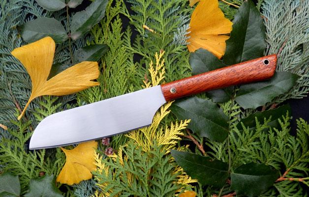 Großes Gemüsemesser aus Kugellagerstahl mit extra langem Griff aus Mahagoni.