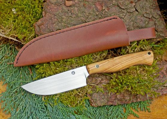 Ein schlanker Allrounder für den leichten Einsatz In Wald und Wiese. Stahl: Kugellagerstahl, Griffmaterial: Olivenholz